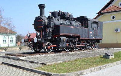 Željeznički kolodvor s parnom lokomotivom
